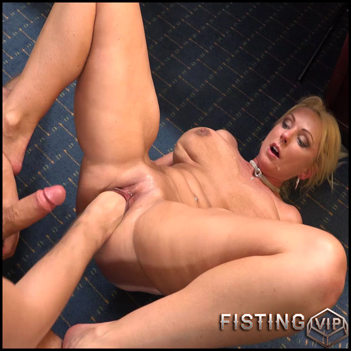 Pussy insertion pics spread hole
