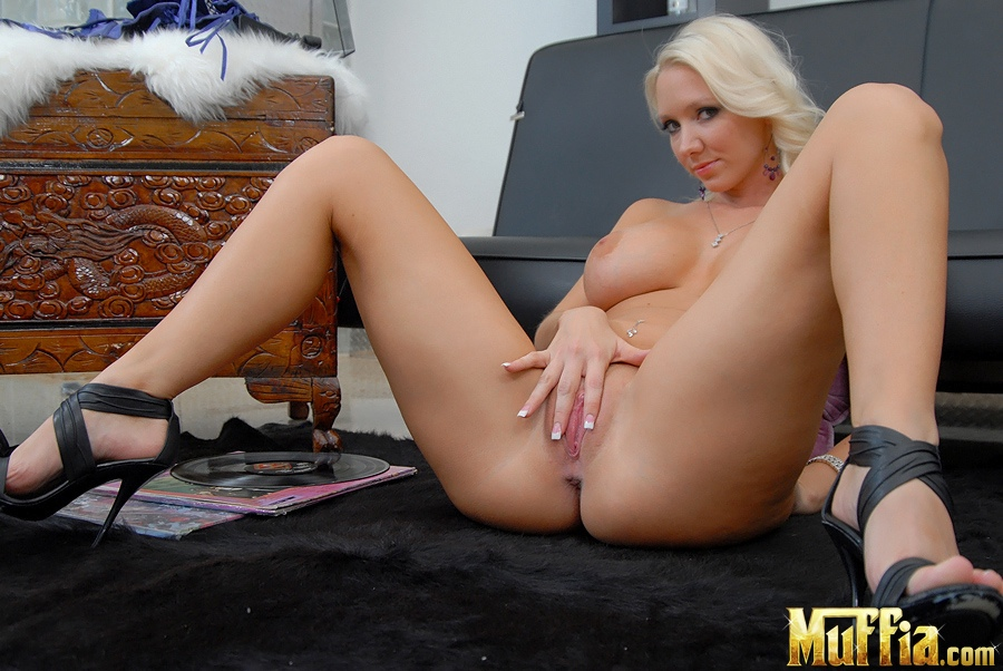 Amateur large breasts clips
